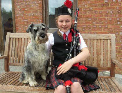 Kaspar the dog who loves singing to owner's bagpipe music